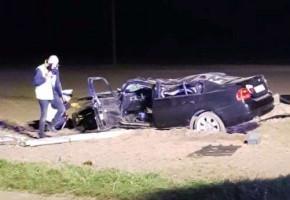 BMW wypadł z drogi i uderzył w słup energetyczny. 22-letni pasażer nie żyje-23588
