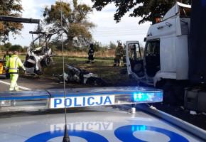 Kierowca Saaba zginął na miejscu po zderzeniu z ciężarowym Renaultem-23752