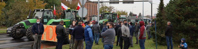 """Protest rolników przeciw """"Piątce dla zwierząt"""" w Bydgoszczy. Blokada ulicy Nad Torem-23869"""