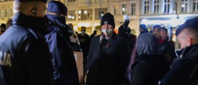 Strajk Kobiet w Bydgoszczy. Wśród wylegitymowanych europoseł Radosław Sikorski-24108