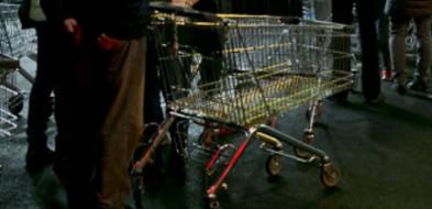 Próba pozbawienia marketu wózków sklepowych nie udała się...-24566