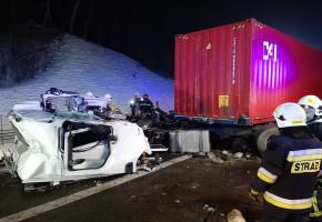 Zderzenie 3 ciężarówek na A1. Kabina z kierowcą w środku odleciała...-24589