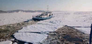 8 lodołamaczy walczy z zatorem lodowym na Zbiorniku Włocławskim-24910