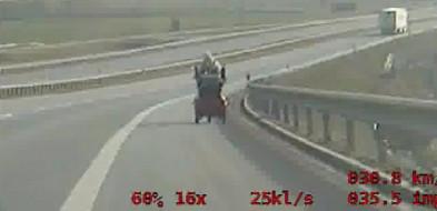 Wózkiem inwalidzkim po S5? Policjanci powstrzymali jazdę 38-letniej kobiety-24988