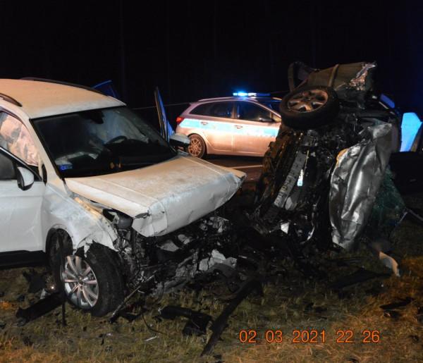 Tragiczne w skutkach czołowe zderzenie toyoty i volkswagena-25011