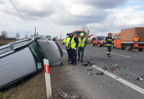 Czołowe zderzenie mercedesa i volkswagena na drodze do Chełmży-25168