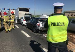 Pijany kierowca ciężarówki staranował pięć osobówek-25631