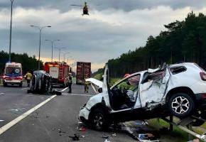 Groźny wypadek na A1 pod Świeciem w wyniku zajechania drogi. 6 osób rannych-25816