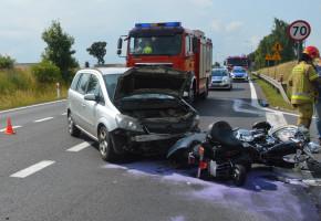 Kierowca opla uderzył w Harleya-Davidsona. Motocyklista i pasażerka ranni-26154