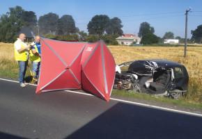 """Tragiczny wypadek na krajowej """"15"""". Kierowca VW zginął na miejscu-26159"""