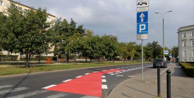 Rowerzyści przejmują do połowy aleję Ossolińskich-26785