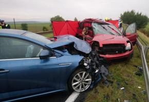 Kierowca forda zginął na miejscu w zderzeniu samochodów w Mąkowarsku-26983