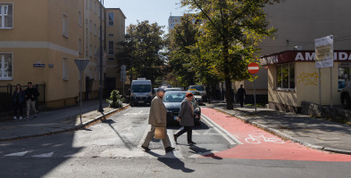 Oznakowanie skrzyżowania ulic Konarskiego i ks. Skargi wprawia w zdumienie-27029