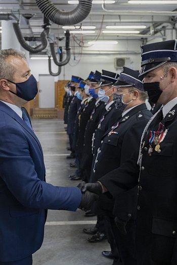 Promesy i odznaczenia dla strażaków z OSP-8679