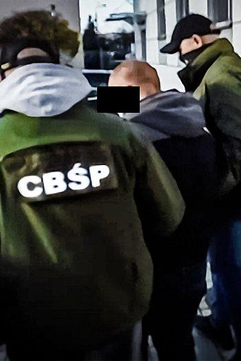 Policjanci CBŚ przejęli transport narkotyków-8760