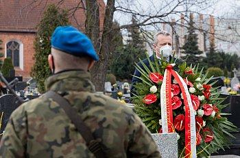 Wojewoda złożył kwiaty na grobie A. Fedorowicza-8857