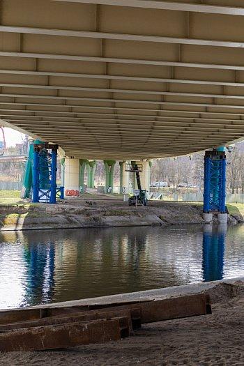 Podparcie mostu Uniwersyteckiego w 3/4 zrobione-8862