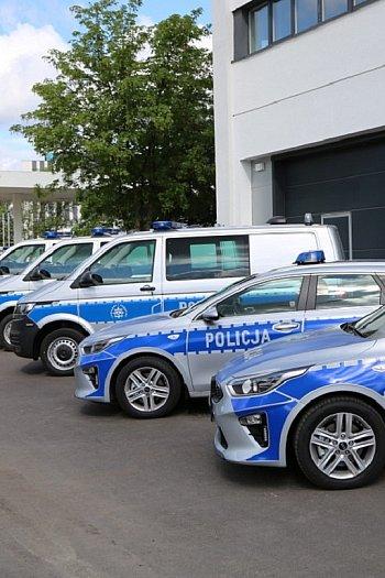 Kujawsko-policja ma 15 nowych samochodów-8920